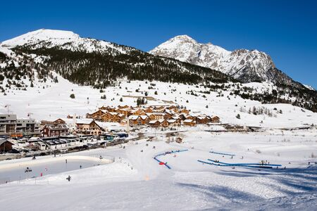 Montgenevre village view from the ski slopes. Winter holiday sports. France Redactioneel