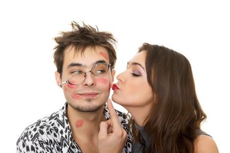 beso: chica nerd chico divertido y glamoroso en un d�a de San Valent�n Foto de archivo