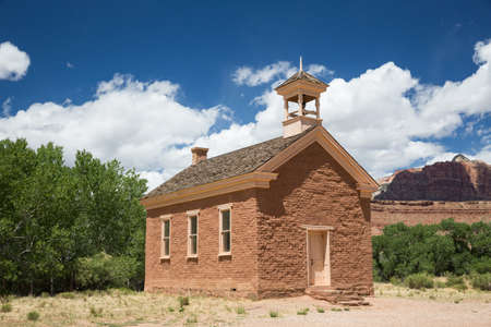 A small community school house leftover from the late 1800's in a small desert community, now an abandoned ghost town. Фото со стока - 152227283