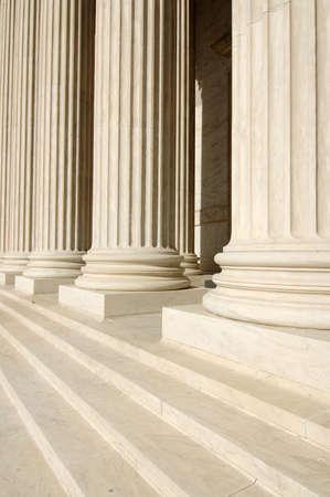 jurisprudencia: Pasos y columnas de Tribunal Supremo de Estados Unidos Foto de archivo