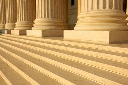 Trappen en de kolommen op de portiek van de Verenigde Staten Supreme Court in Washington, DC. Stockfoto
