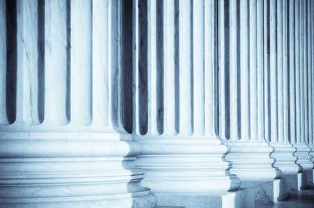 orden judicial: Columnas en Tribunal Supremo de Estados Unidos  Foto de archivo