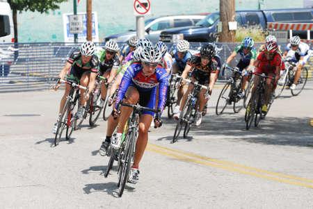 deportistas: Jeffersonville, IN - 07 de agosto 2010 - ciclistas femeninas competir en campeonatos nacionales de ciclismo del Maestro.