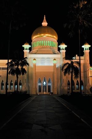 omar: The Omar Ali Saifuddien Mosque in Bandar Seri Begawan, Brunei (Borneo).