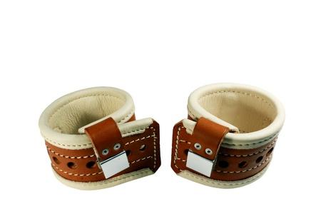 Gepolstertes Leder Handfessel isoliert  Standard-Bild - 8566787