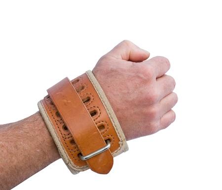 cuffed: cuero acolchado restricci�n de la mu�eca en un brazo aislado sobre un fondo blanco