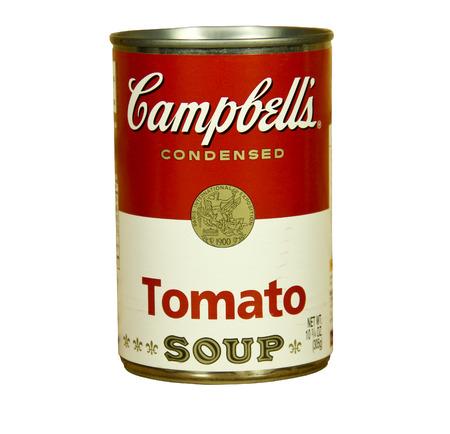 SPENCER, WISCONSIN - 23 de enero 2014: lata de sopa de tomate de Campbell. Campbell es un productor americano de sopas enlatadas y productos relacionados, que fue fundada en el a�o 1869 Editorial