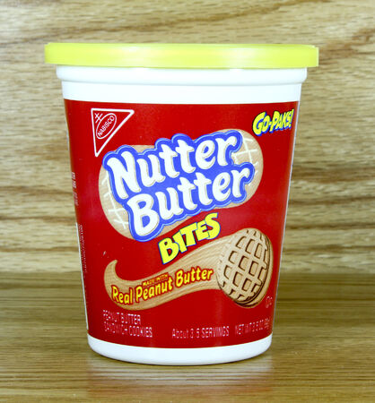 SPENCER , WISCONSIN July 31 , 2014: Nabisco Nutter Butter Bites. Nabisco was founded in 1890 and is a major manufacturer of cookies and snacks. Редакционное