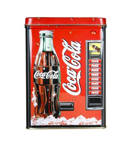 SPENCER, WISCONSIN, noviembre 13, 2014: Coca-Cola collectoers refrescos de lata. Coca-Cola fue fundada en el año 1886 Foto de archivo - 33777784