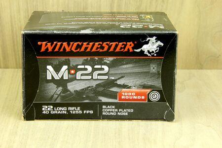 winchester: SPENCER, WISCONSIN, marzo 20, 2015 Scatola di Winchester 22 Long Rifle Conchiglie, Winchester � una societ� americana fondata nel 1866
