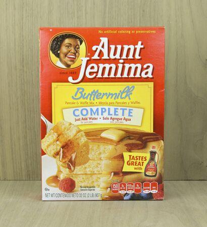 SPENCER, WISCONSIN, April 22, 2015 Doos van Aunt Jemima Buttermilk Pancake Mix. Tante Jemima werd voor het eerst een handelsmerk in 1893 en is eigendom van de Quaker Oats Company