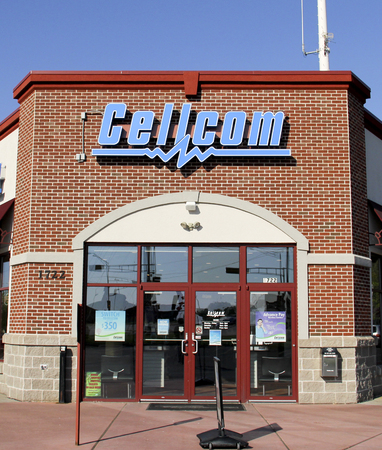 wireless telephone: Marshfield Wisconsin, May, 25, 2015   Cellcom Sign on a building Store Front. Cellcom is a regional wireless service provider with roots that date back to 1910