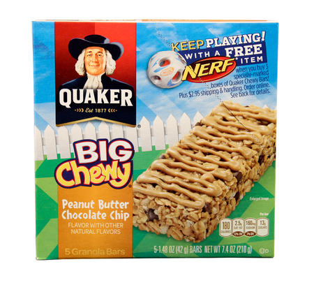quaker: SPENCER , WISCONSIN, August, 2 2015   Box of  Quaker Big Chewy Granola Bars  Quaker Oats is an American Food Company founded in 1877