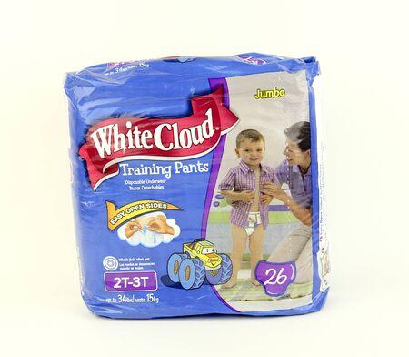 乳幼児: スペンサー、ウィスコンシン州、2016 年 1 月 1 日パッケージの白い雲トレーニング パンツ白い雲はカナダのクルーガー製品の製品