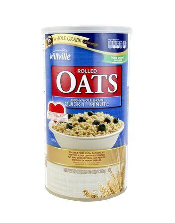 tiendas de comida: SPENCER, Wisconsin, 15 de enero de 2016 Millville copos de avena de grano entero de cereales Miiville es una marca americana hizo específico para tiendas de alimentación de Aldi Editorial
