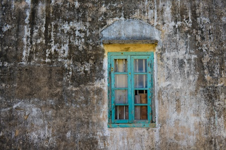 grizzled: A derelict windows