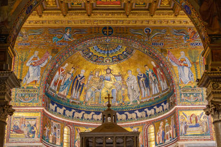 interieur van de katholieke kerk Basiliek van Santa Maria in Trastevere - Basilica di Santa Maria in Trastevere