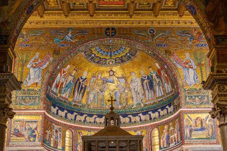wnętrze kościoła katolickiego Bazylika Santa Maria in Trastevere - Basilica di Santa Maria in Trastevere
