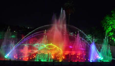 bhopal: Hermosa fuente musical con l�ser show comenz� desde el 2 de junio de 2012 en Bhopal