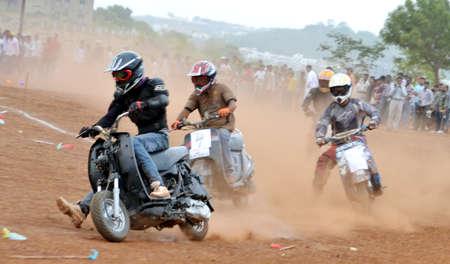 bhopal: La pista de dirt bike carrera organizada en Bhopal el domingo 10 de junio 2012