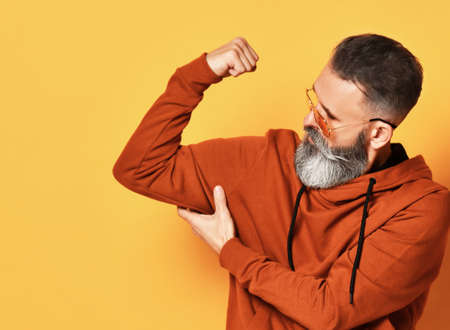Strong bearded man demonstrating force and muscle Zdjęcie Seryjne
