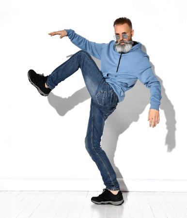 Handsome casual mature bearded man posing for camera Zdjęcie Seryjne