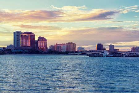 Downtown West Palm Beach at Sunset, Florida, United States Standard-Bild