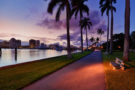 Palm Beach Docks and Downtown West Palm Beach Skyline at twilight, Florida, United States Standard-Bild