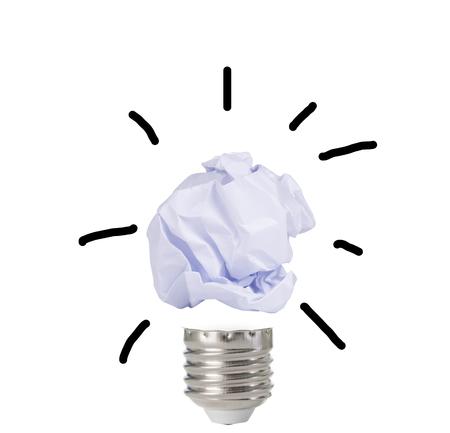 흰색 배경에 종이 공 전구의 추상적 인 이미지. 아이디어 개념. 스톡 콘텐츠