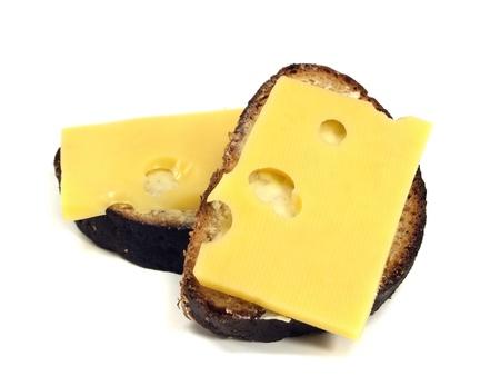 sandwich met kaas op een witte achtergrond