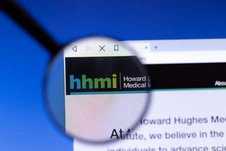 Los Angeles, California, USA - 25 February 2020: Howard Hughes Medical Institute HHMI website homepage icon. Hhmi.org logo visible on display screen, Illustrative Editorial. 報道画像
