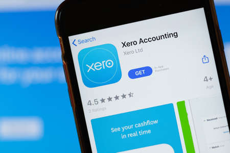 New York, USA - 15 May 2020: Xero Accounting mobile app logo on phone screen, close-up icon, Illustrative Editorial. Zdjęcie Seryjne - 147100999