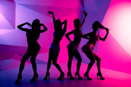 despedida de soltera: siluetas de bailarinas Foto de archivo