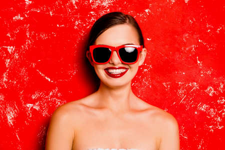 pomatum: Glamorous happy girl with red lips with spectacles against the red background