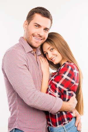 Glückliches Paar in Liebe umarmen einander, Nahaufnahme Foto