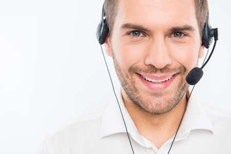Een close-up foto van lachende jonge agent van call center Stockfoto