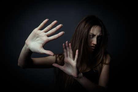 malos habitos: Joven mujer infeliz, el rechazo de los malos h�bitos