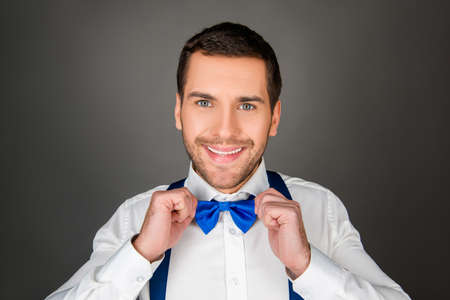 binding: Smiling man binding a bow