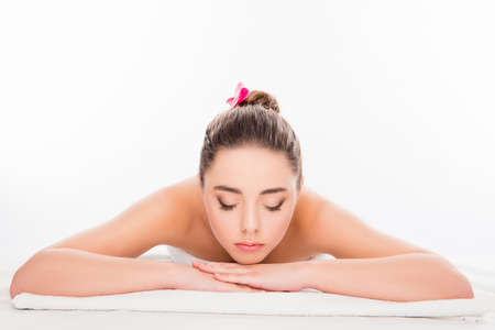 sauna nackt: Pretty young woman laying in spa salon with closed eyes and relaxing