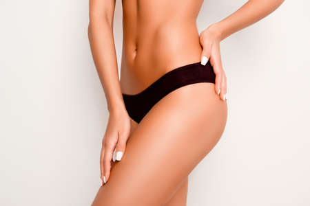 mujeres eroticas: Beautiful slim woman body with tan isolated on white background