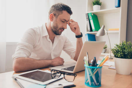 to ponder: Tired ponder man thinking about way to complete task