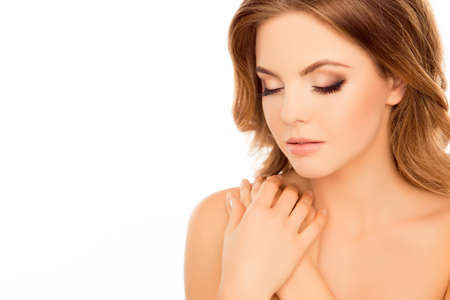 maquillage: Sensual woman with closed eyes and hands on shoulder Stock Photo