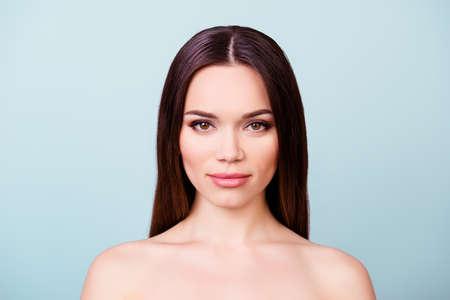 美しさと健康の概念。健康な肌の若いかわいい女性、髪は、カメラをまっすぐに見て。だから、新鮮で魅力的で健康的な 写真素材
