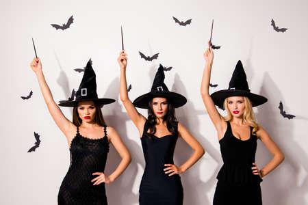 팔을 위로! 어두운 영혼 문화, 악마, 악마, 악마, 16 진수, wiccan exorcist 초자연적 인 의식. 3 명의 마술사 supersition spiritualists는 occultism, 배경에 creatres를 ter