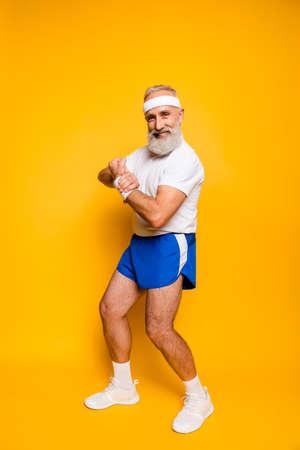 元気は、成熟したモダンなマッチョな間抜けなクールな competetive 年金受給者指導者おじいちゃんチャンピオン ボディービルの練習を興奮させた。ボ