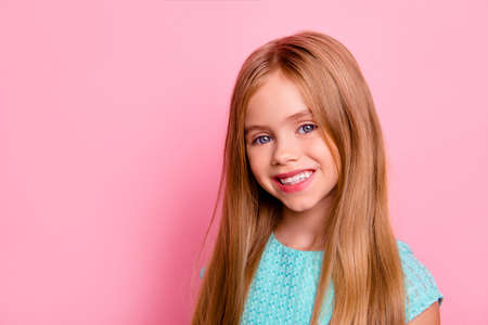Feche acima do retrato da menina saudável bonita bonito bonito Foto de archivo - 91279505