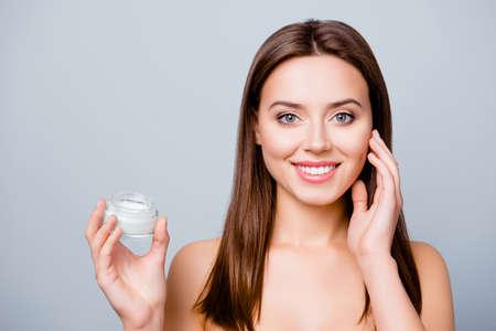 concept de l & # 39 ; aide de la crème hydratante avant le se coucher