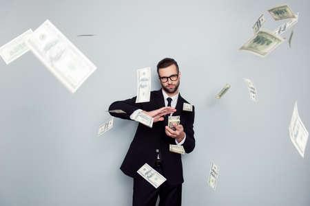 眼鏡ジャックポット起業家エコノミストバンカーシックポッシュマネージャージャケットコンセプト。ハンサム自信を持って狡猾な賢い裕福な金持