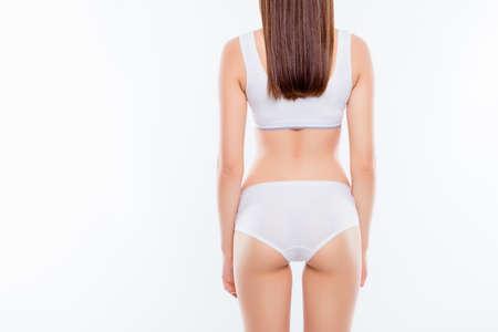 Vista trasera recortada de una chica deportiva ideal con un trasero en forma