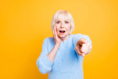 Scared and shocked old lady pointing index finger at the camera Foto de archivo - 107647259